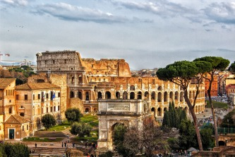 colosseum-2030643_1920.jpg
